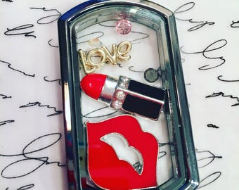 """SALE! Was 30, NOW 15. Large gun metal floating locket with lips & lipstick on 30"""" heart link chain."""