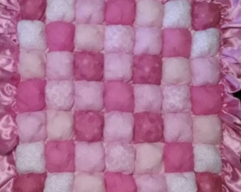 Bubble baby crib quilt