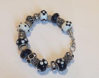 Ladies Charm Bracelet, Mix and Mingle, Baggy Charm bracelet, Darice, Black and White