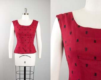 Vintage 1950s Blouse | 50s Cotton Red Novelty Embroidered Checkered Sleeveless Tank Top (medium)