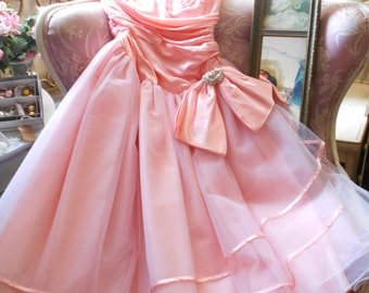 Sweet 1950's Salmon Pink Tulle & Satin Prom/Party Dress - Shabby Chic Couture