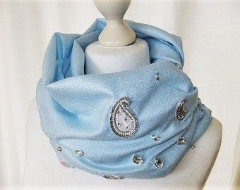 Women's scarf in light blue embroidered with Indian applications