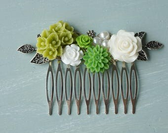 Hair Comb, Spring green, greenery, ivory pearl resin flower hair accessory, bridal hair comb