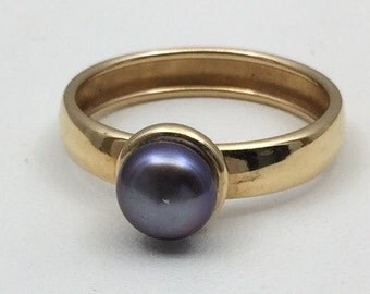Black pearl ring set in 10kt gold.