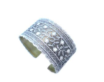 Brass Bracelett with lace cuff of Plauen lace, wide band cuff