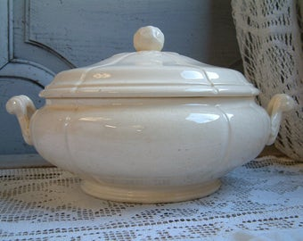 Antique french creamware tureen with lid. Creamware Ironstone covered serving dish. Gustavian home decor Nordic living. Jeanne d'arc living.