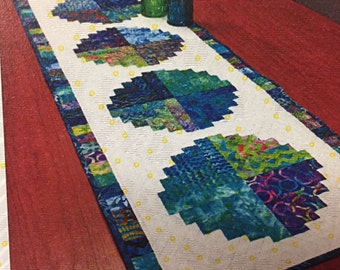 Roundabout Table Runner Pattern