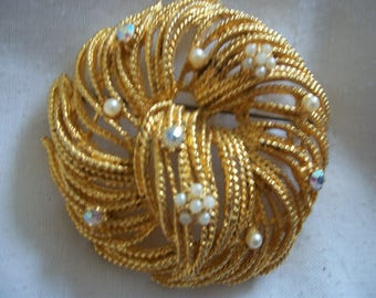 Vintage Brooch Feathered design with Tiny Seed Pearls & Rhinestones (#0562)