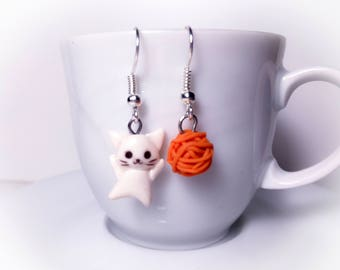 Earrings with colored kitten and ball//gift for you//birthday//gift for girls
