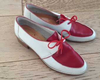 Flat shoes, white and red leather. Red laces. size 4 / 37, vintage, style 40/50