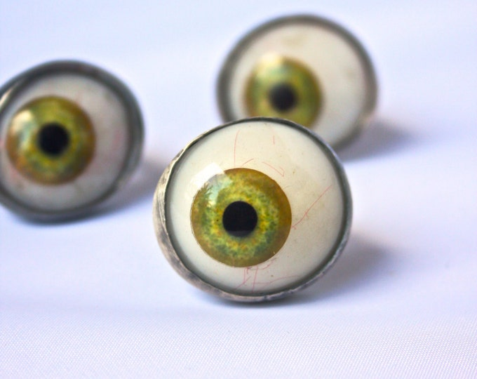 """Envy Eye"" Green Glass Eyeball Ring"