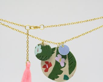 Pendant necklace with tropical summer details