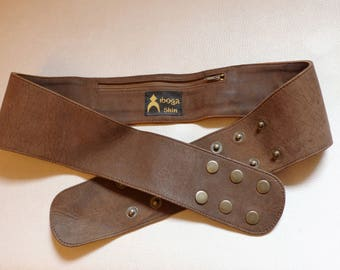 Wide belt in brown leather without loop, hidden zippered pocket