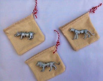 Animal Magnet place card holders and wedding favour bag included X 3