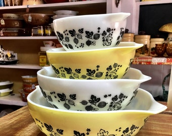 Vintage Pyrex Gooseberry Cinderella Mixing Bowls