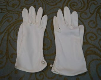 Vintage White Gloves With Single Pearl Button At Wrists Size 7