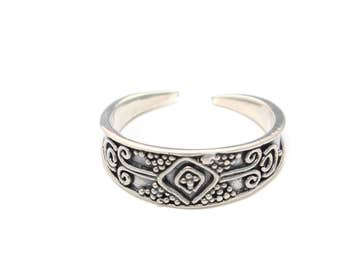Toe ring with pattern sterling silver