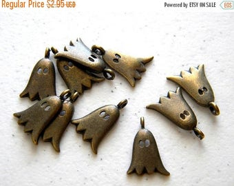 HALF PRICE 10 Bronze Ghost Charms - 20mm - Halloween Charm