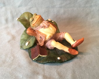 Westland Frog Fantasy Lily Pad Dreams Figurine. Vintage Daydreaming Anthropomorphic Animal Statue. Fisherman Frog on Lily Pad Decor Gift.