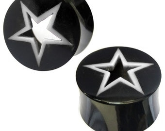 Tribal Buffalo Horn plug black with a white star pattern, hand-carved from Buffalo Horn (No. HOP-13)