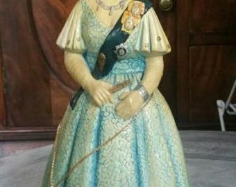 Naturcraft figurine of the late great Queen Mother Ltd Edition
