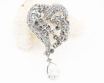 Silver Tone Clear Crystal Brooch Rhinestone Brooch Pin Heart Dangle Brooch Wedding Bouquet Supplies Bridal Accessories Wedding Jewelry Favor