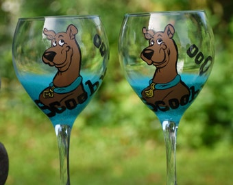 hand painted,custom,scooby doo or other cartoon characters, 20 oz wine glass