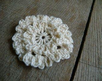 Crochet cream flowers applique, crochet motifs, 12 and 24 Petals embellishments, set of 6 crochet appliques, flower ornament, Scrapbooking
