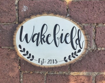 Personalized last name, wood slice, est year, handlettered, rustic decor, wall hanging, floral