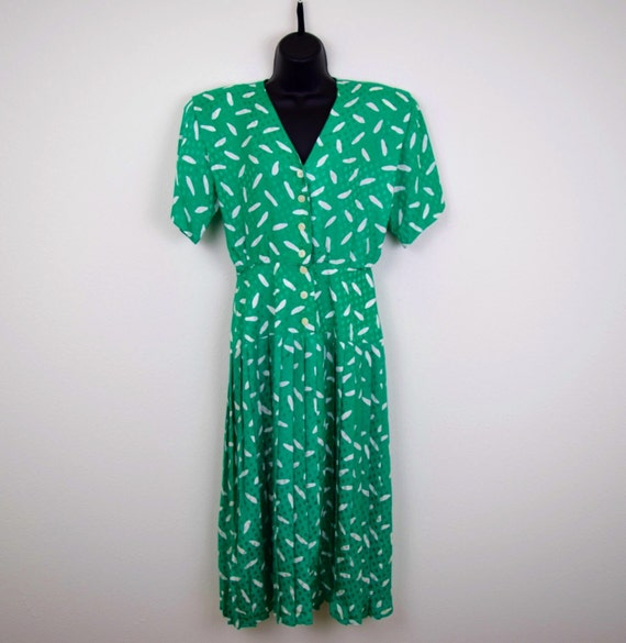 Maggy London by Jeannene Booher Vintage Silk Dress / Kelli Green / White / Retro Polka Dot / Oval Dot / SIZE 6 / Small / Button Down Front