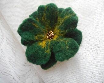 Felt Green brooch, flower brooch, green yellow felt flower brooch,wool felted jewelry,pearl,wool,emerald brooch,hair pin flower,green flower
