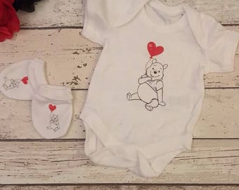 winnie the pooh heart baby vest/ bodysuit and scratch mitts .0-3 or 3-6 months