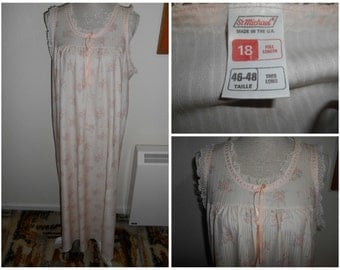 Floral Pale Peach Vintage Retro 1970s 1980s Maxi Nylon Boudoir Nightie Nighty Night Gown By St Michael UK Size 16 18 (Nightwear Lingerie)