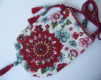 VICTORIA ... beautiful bohemian shoulder bag of tapestry fabric in floral pattern.