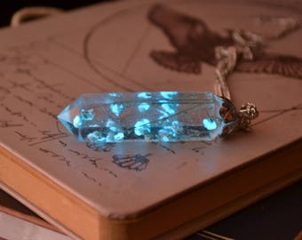 Glow in the dark necklace / Glowing Necklace / Crystal Point Necklace / Real Flowers Necklace