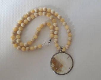 Bleached mother of pearl shell necklace