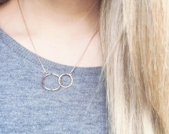 Dainty necklace, chain, 2 circles intertwined circles - gold 750/000 - gold plated necklace