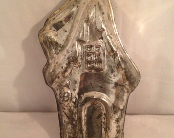 Old Metal Vintage House shaped cake Pan