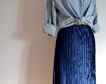 Pleated velvet skirt blue