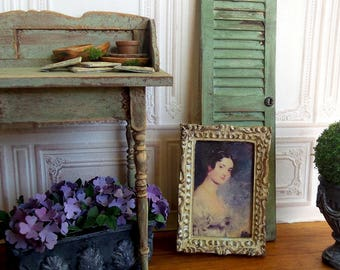 Miniature frame in resin, ivory aged, Portrait of a woman, feel like silk, decoration 1/12 scale Dollhouse accessory