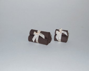 1:12 DOLLHOUSE Towels set with ribbon. Available for bath towels and hand towels.