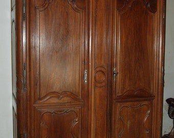 Early 19th Century Walnut wood provencale armoire or wardrobe. Beautiful piece of French country furniture.