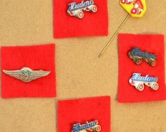 6 vintage rollerskating pin badges / buttons roller derby, memorabilia, collectible, skate