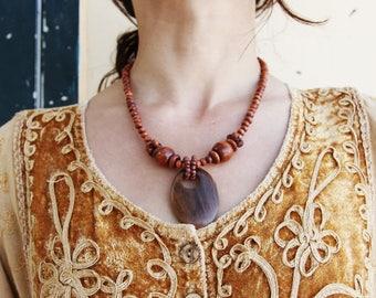 Vintage boho brown wooden necklace.