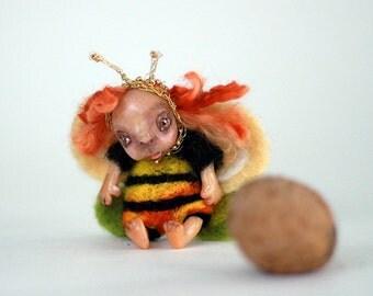 Felt bee doll  brooch - Easter needle felt gift - Needle felt bumble bee - Needle felted animal - Ester gift tags - Gift idea  bees brooch