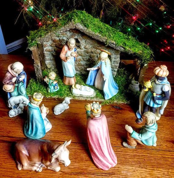 Goebel Hummel 11 piece Nativity Set