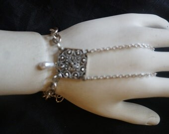 Silver metal slave bracelet with pearl