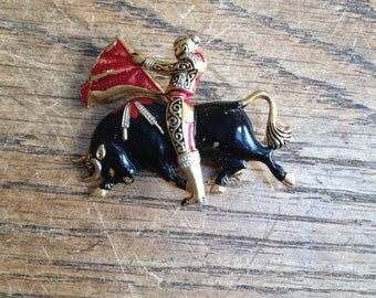 Vintage 1980's Spanish Matador / Bullfighter Brooch. Great Pre-Owned Condition.