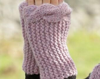 Knitted wrist warmers with cable edge - Scaldapolsi ai ferri con treccia