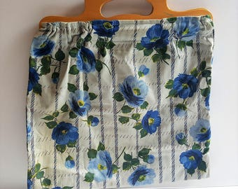 Late 1960's/70's vintage blue floral day bag / sewing bag / knitting bag with wooden handles. Retro accessories.